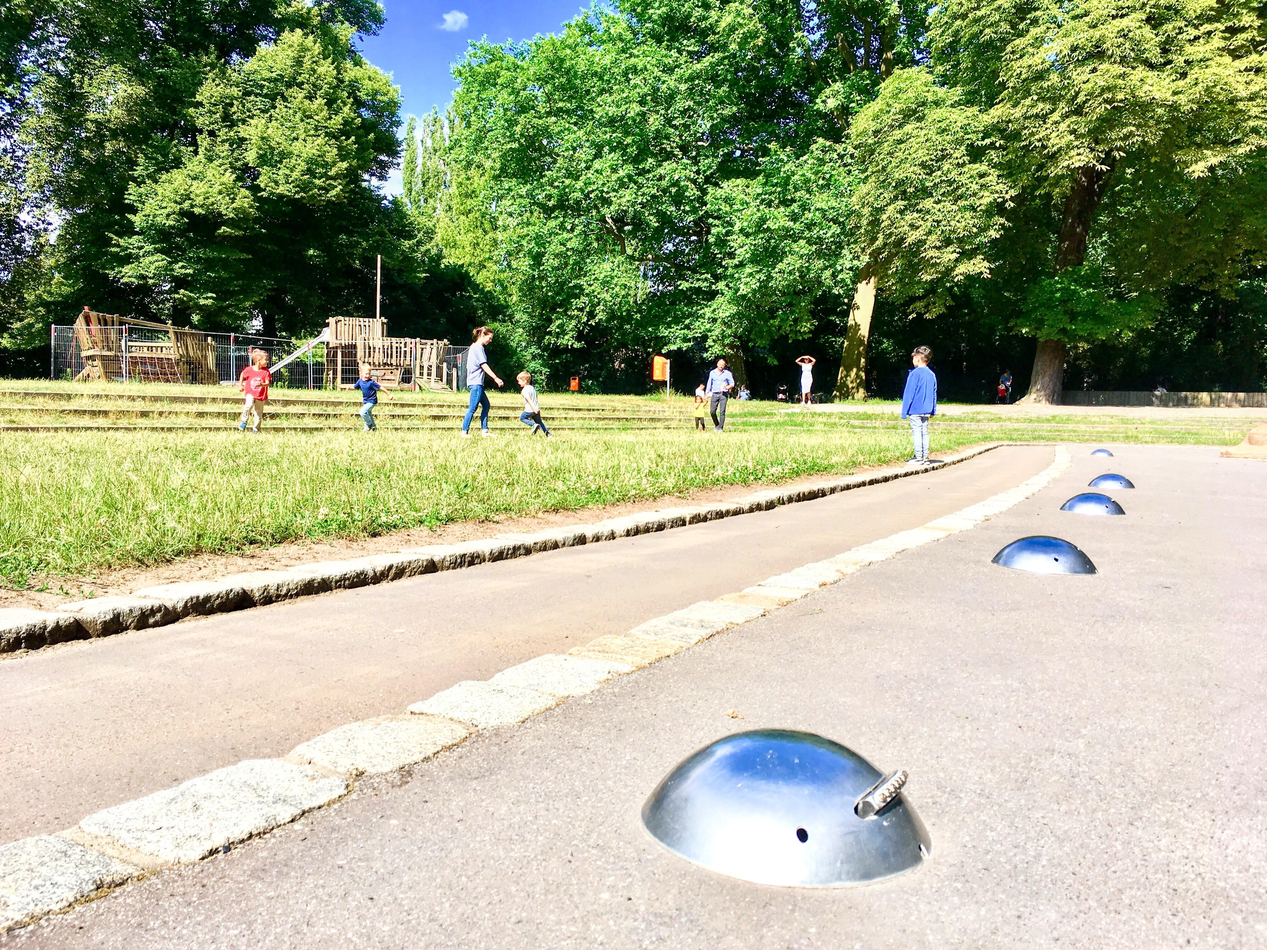 Spielgeräte gesperrt,  Plansche-Wasserspiel außer Betrieb,  Foto: Scholz (26.06.2018)