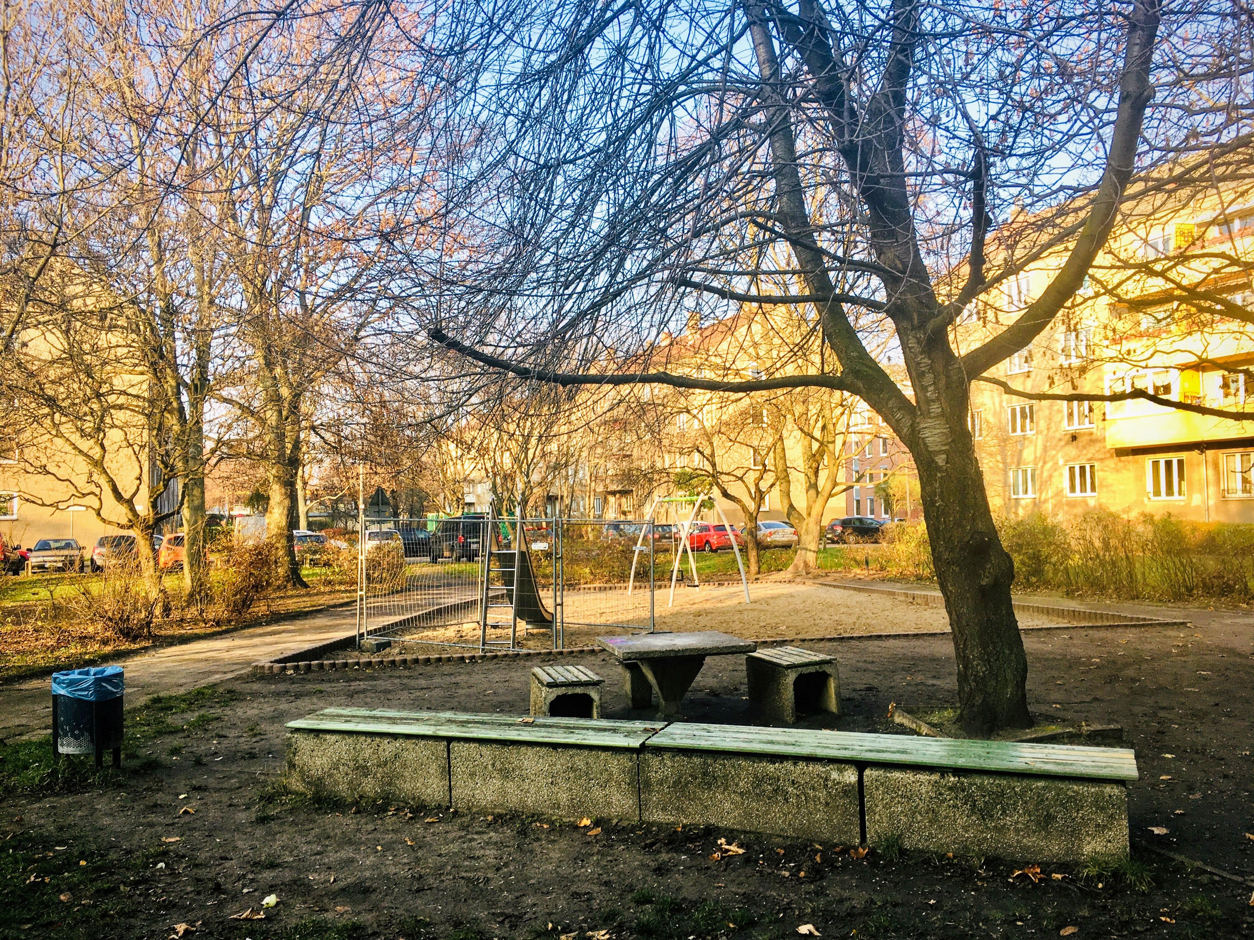 Neue Schaukel und Rutsche öffentl. Kinderspielplatz Frieda-Seidlitz-Straße Dezember 2020
