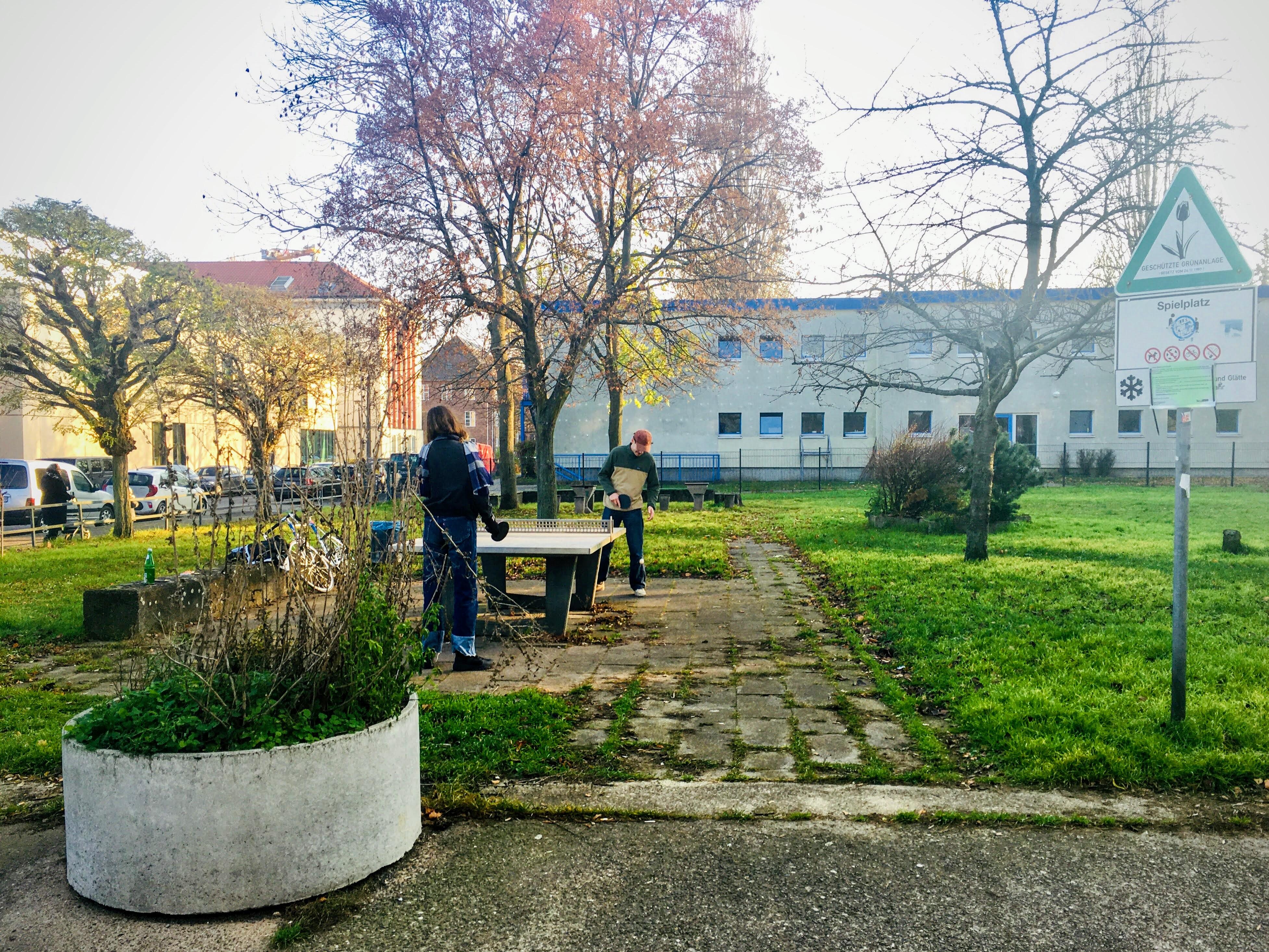 Öffentlicher Schein-Kinderspielplatz gegenüber Kunsthochschule Weißensee Dezember 2020